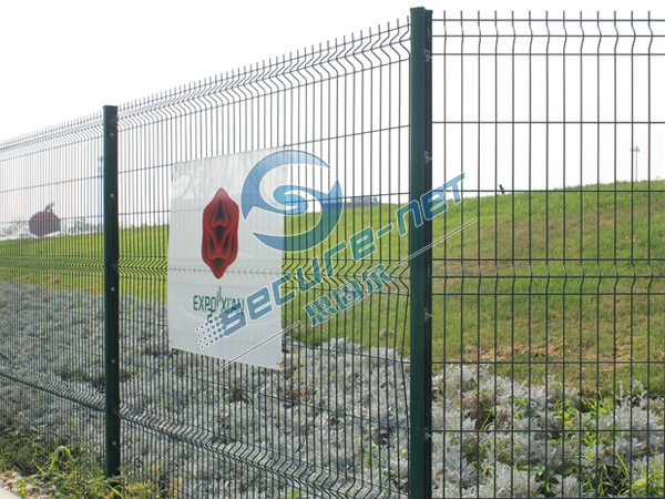China Galvanized welded wire mesh fence