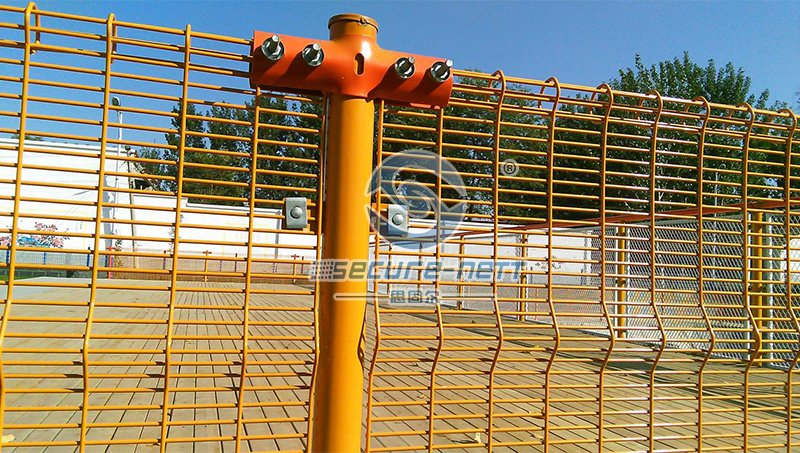 Hot-Dipping-Roll-Top-Mesh-Fencing_02